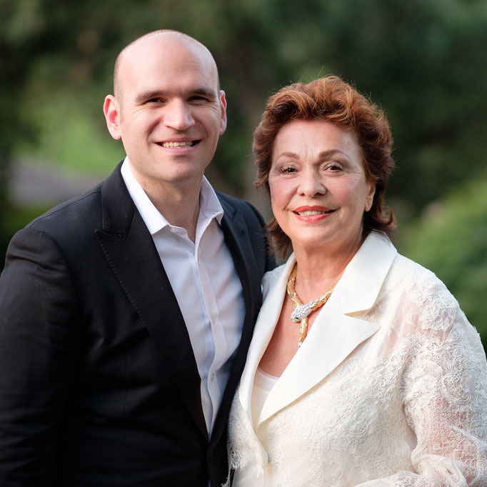 Michael Fabiano, co-founder of ArtSmart, with Patroness Maria Manetti Shrem