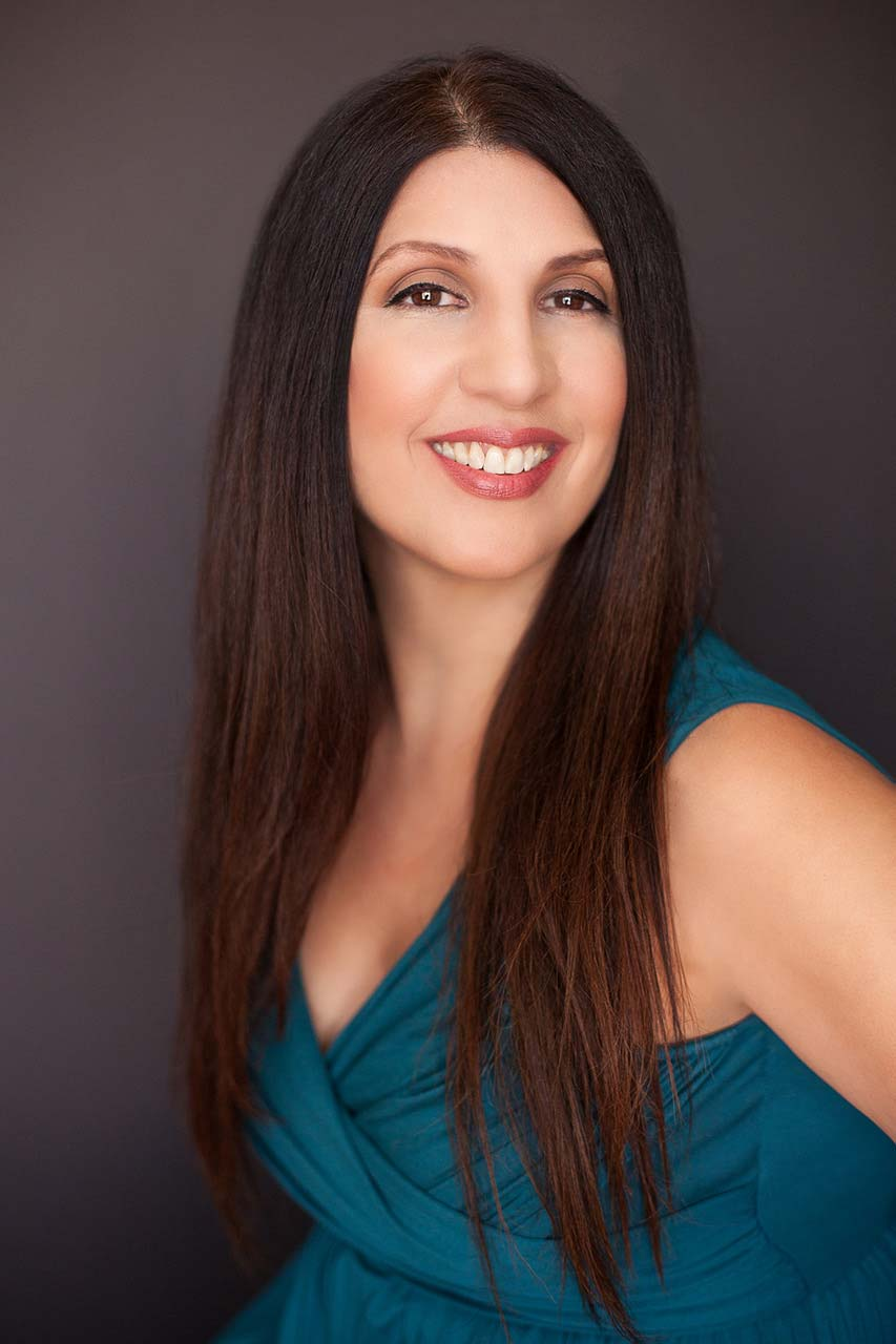 Alexandra Mena, ArtSmart Mentor news article